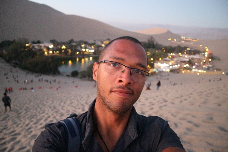 Autoportrait dans le désert lors de mon voyage à Ica et huacachina (Péro